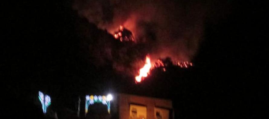 Brucia il Saretto, le fiamme minacciano il Santuario della Madonna del Carmine