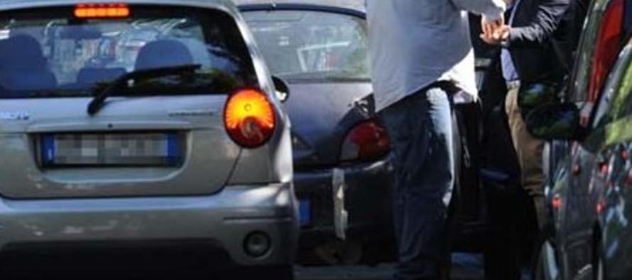 Parcheggiatori abusivi, i carabinieri intervengono nell'area dietro l'ufficio postale