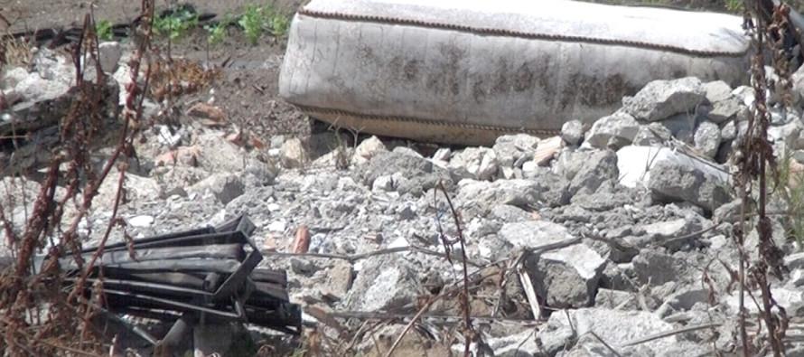 VIDEO | Strada mai ultimata diventa una discarica