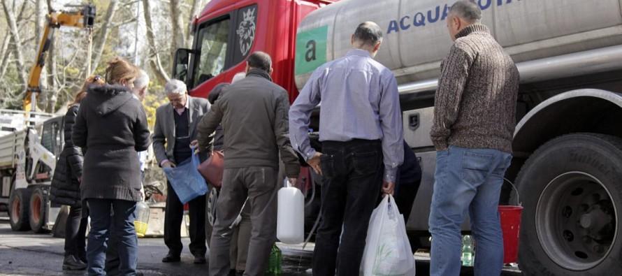 AVVISO – Senza acqua, autobotte in piazza Municipio