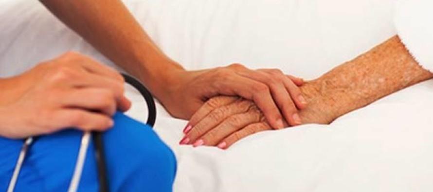 """""""Siamo infermiere per controlli gratuiti"""". Entrano e rubano tutto"""