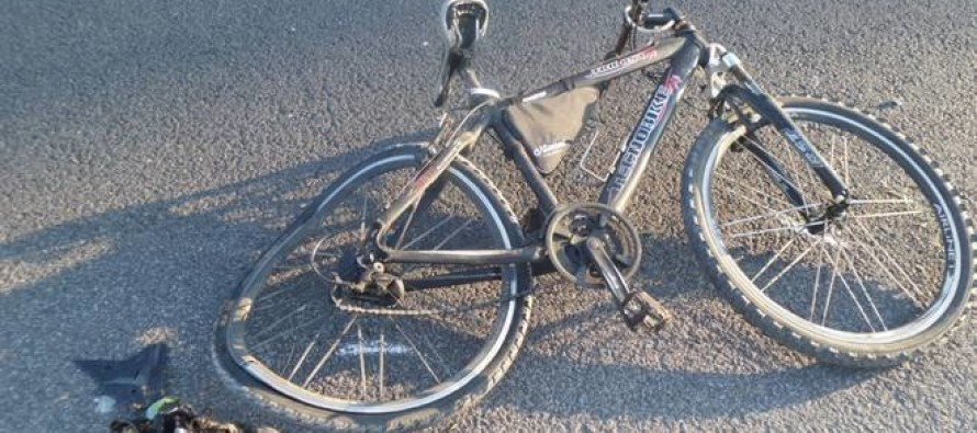 Investito in bici, ancora sanguinante scappa nel fiume