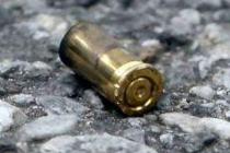 Vicini si prendono a pistolettate, ferito un anziano