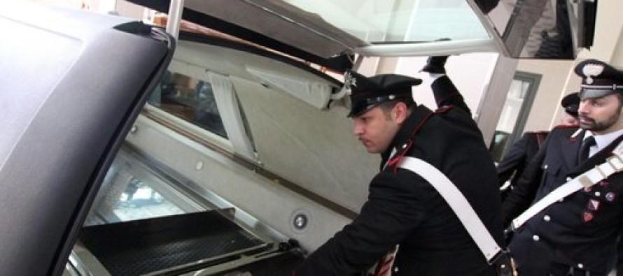 Defunto sul carro funebre non in regola, blitz dei carabinieri durante i funerali