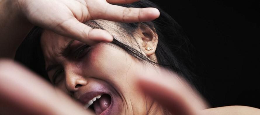 Orrore a Pagani: Donna seviziata con plastica bruciata sulle parti intime