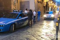 Marocchino armato di coltello minaccia una donna con bambino