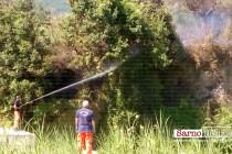 Incendio in montagna. Vegetazione distrutta in pochi minuti