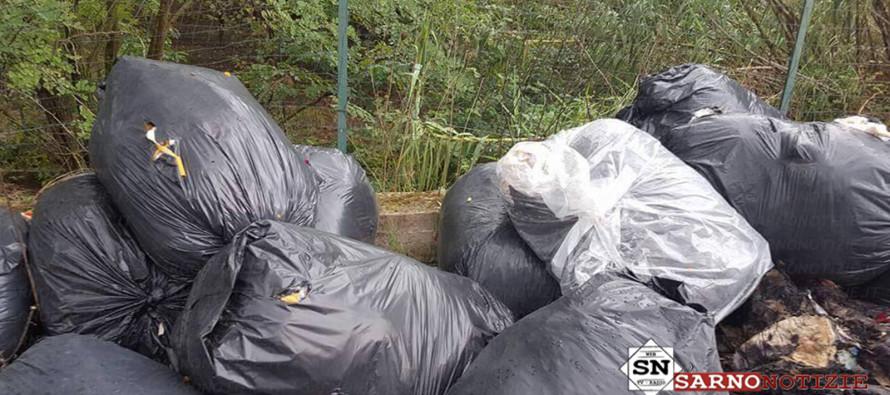 Invece di raccogliere, sversano rifiuti speciali. Operai della Sarim incastrati dalle telecamere