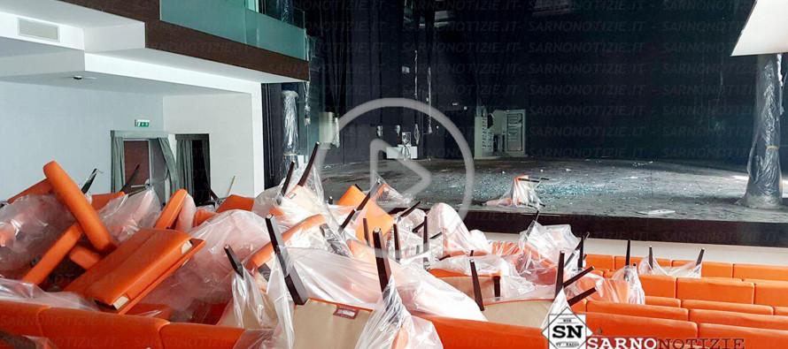 Teatro ancora vandalizzato. Una distruzione che ferisce la città. IL VIDEO