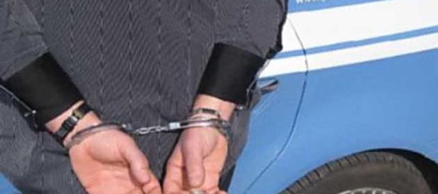 Fermato per droga picchia i poliziotti: arrestato