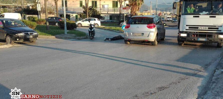 Scontro tra scooter e auto, un ferito