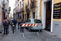 Odore acre invade il centro storico, panico tra i residenti. Intervento dei vigili del fuoco con i rilevatori