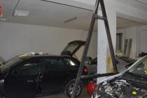 Rubavano e smontavano auto per rivenderne i pezzi. Presi