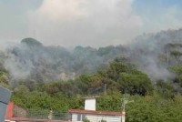 Incendio sulla vasca di contenimento I cittadini: «Manca il controllo»
