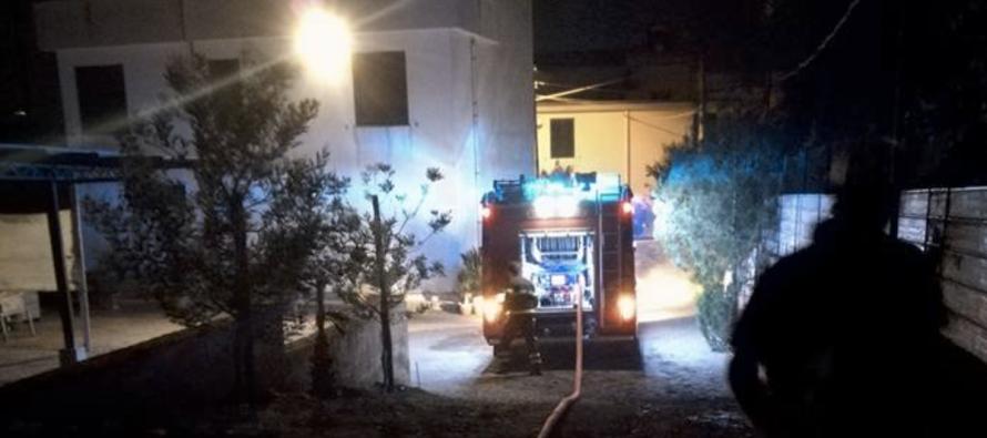 Incendio vasca di contenimento, le fiamme minacciano le abitazioni. Paura a Episcopio