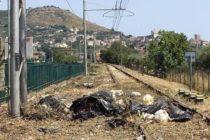 Scempio binari tra rifiuti ed erbacce: parte intervento