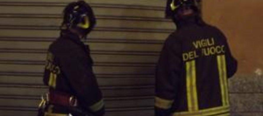Raid incendiario ad un noto bar. Indaga la polizia