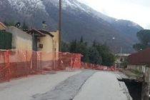 Muro e strada crollati in zona rossa: dopo cinque anni arriva la soluzione