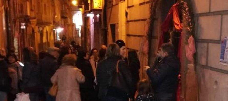 Chiusa la Cappella del Gesù Morto: i fedeli protestano in strada a Sarno