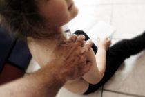 Abusava della figliastra di 8 anni, arrestato 61enne