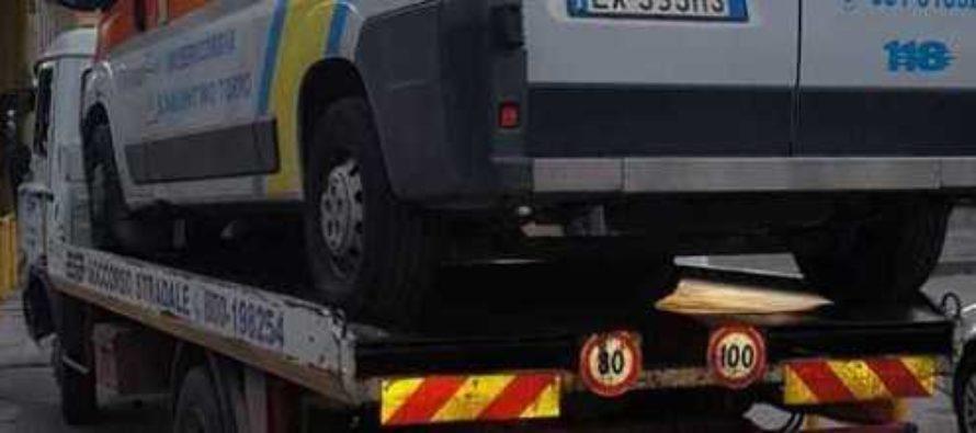 Ambulanza senza assicurazione, sequestrata dopo un soccorso