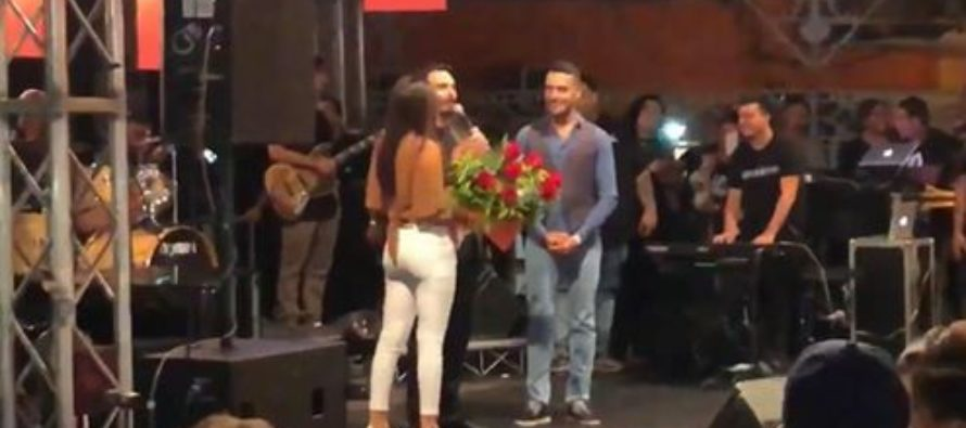 """Sorpresa sul palco di Tony Colombo: """"Mi vuoi sposare?"""""""