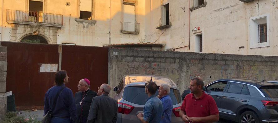 """Vescovo incontra i familiari delle vittime della frana. """"Visita di speranza"""""""
