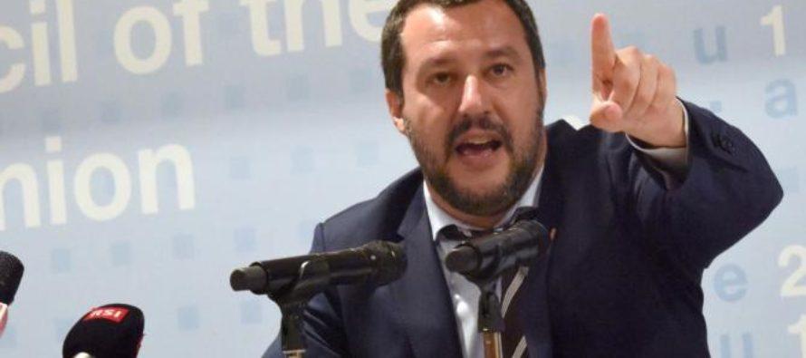 """Salvini a Napoli: """"De Luca si è svegliato sui rom"""""""