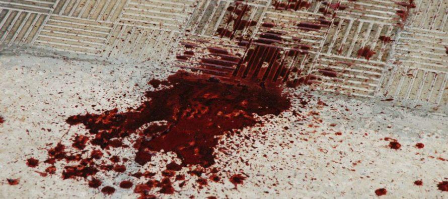 Ferito e sanguinante, 22enne ritrovato dai netturbini