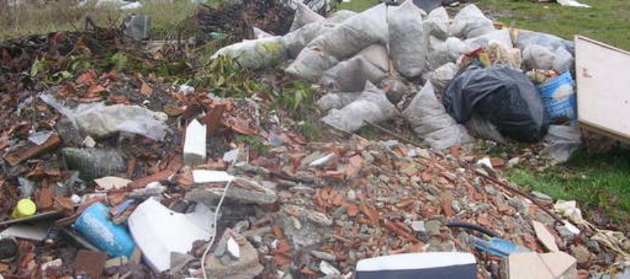 Avevano trasformato il proprio terreno in discarica, il Comune chiede i danni