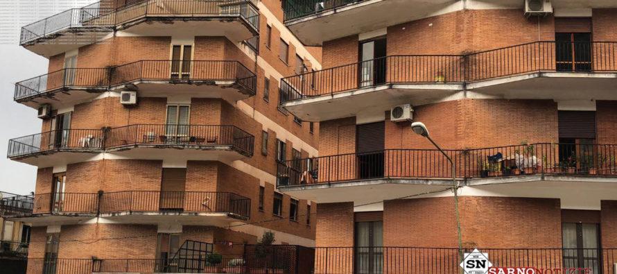 Vola giù dal quarto piano, donna in gravissime condizioni