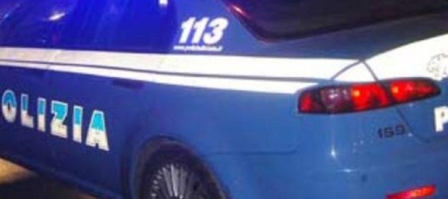 Non si fermano all'alt della polizia e si ribaltano sulla Napoli-Salerno