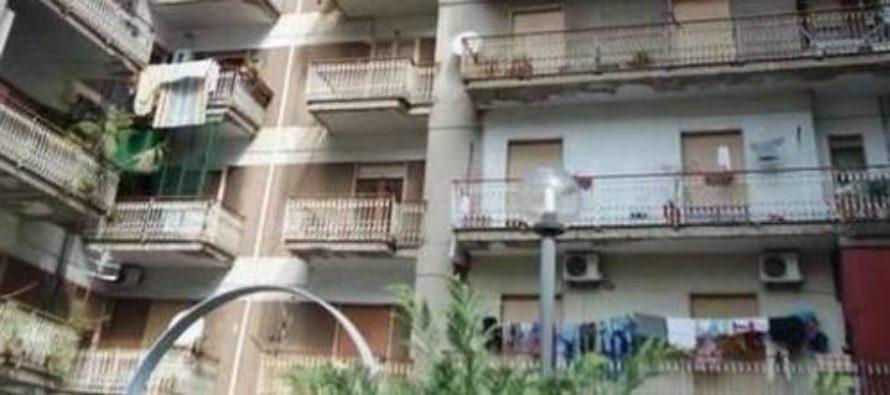 Figlia morta a letto, mamma si lancia dal balcone. Choc a Pagani