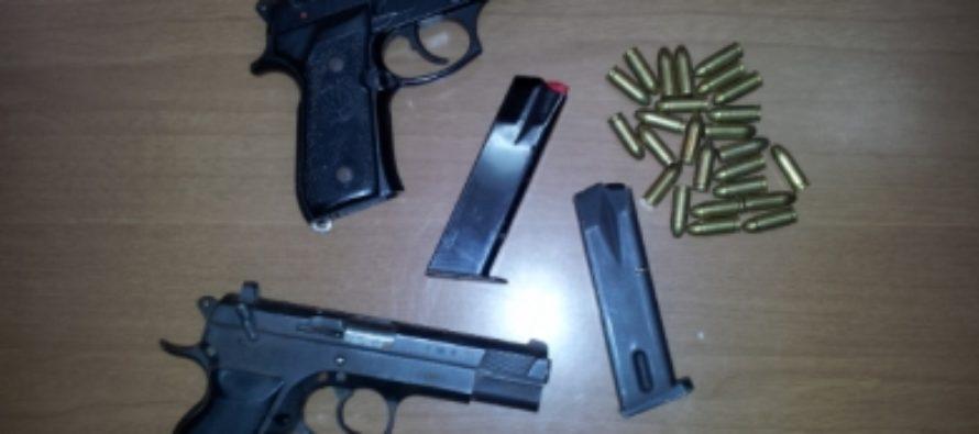 Pistole e proiettili nascosti nel giardino, anziano arrestato