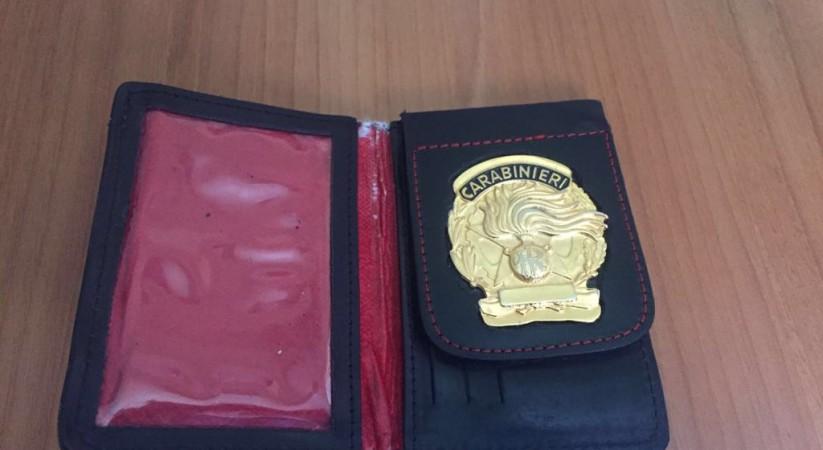 codice promozionale ecd15 4e42e Nel portafoglio il distintivo dei carabinieri: 28enne nei ...