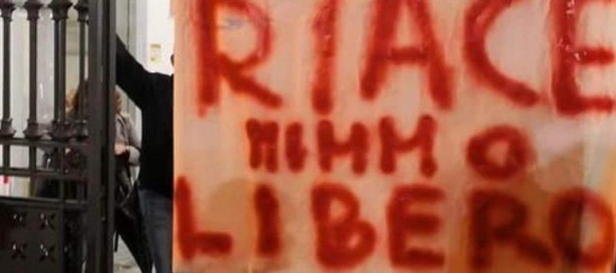 Striscione per Mimmo Lucano, a Sarno è polemica