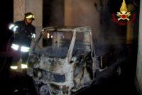 Apecar a fuoco a Capodanno denunciati due pregiudicati