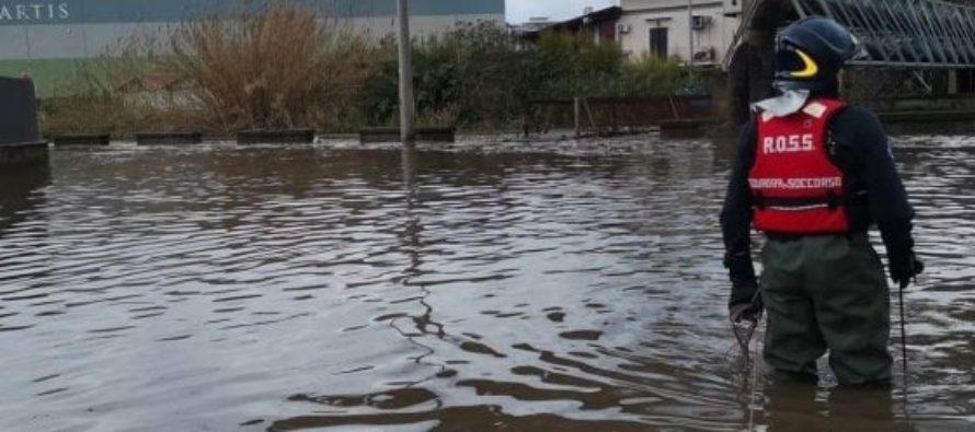 Piena fiume Sarno, allagate alcune case
