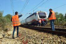 Ragazza incinta litiga col compagno e si lancia contro treno. Salvata in extremis