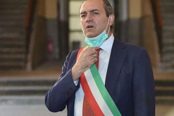 """Il sindaco di Napoli ha sciolto la riserva e ha deciso di provare la sfida. """"Mi candido a presidente della Regione Calabria"""""""