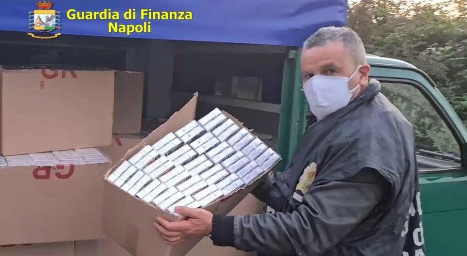 """Napoli, contrabbando di sigarette dall'est Europa: sequestrate 5 tonnellate di """"bionde"""""""