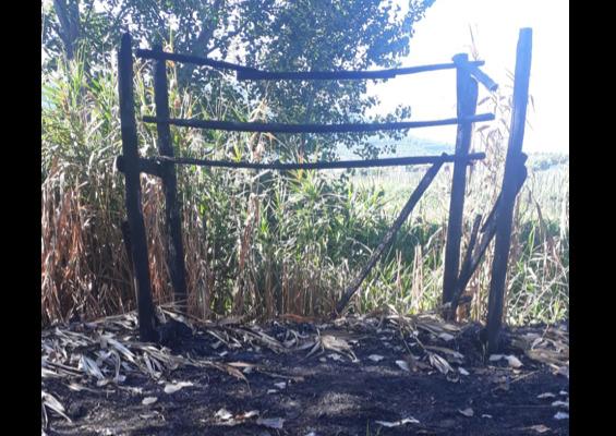 Alle fiamme un capanno per l'avvistamento dell'avifauna all'oasi di Rio Santa Marina