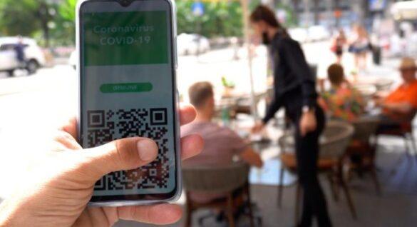 Dal 6 agosto servirà il green pass per consumare nei bar e nei ristoranti al chiuso, così come per andare in palestra o al cinema